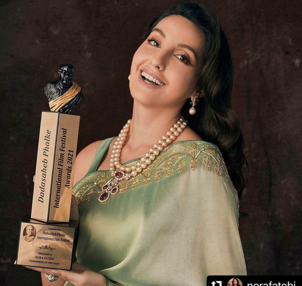 Premio Dadasaheb Phalke 2021 Nora Fatehi