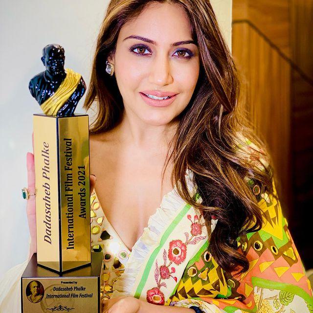 Premio Dadasaheb Phalke 2021 Surbhi Chandna